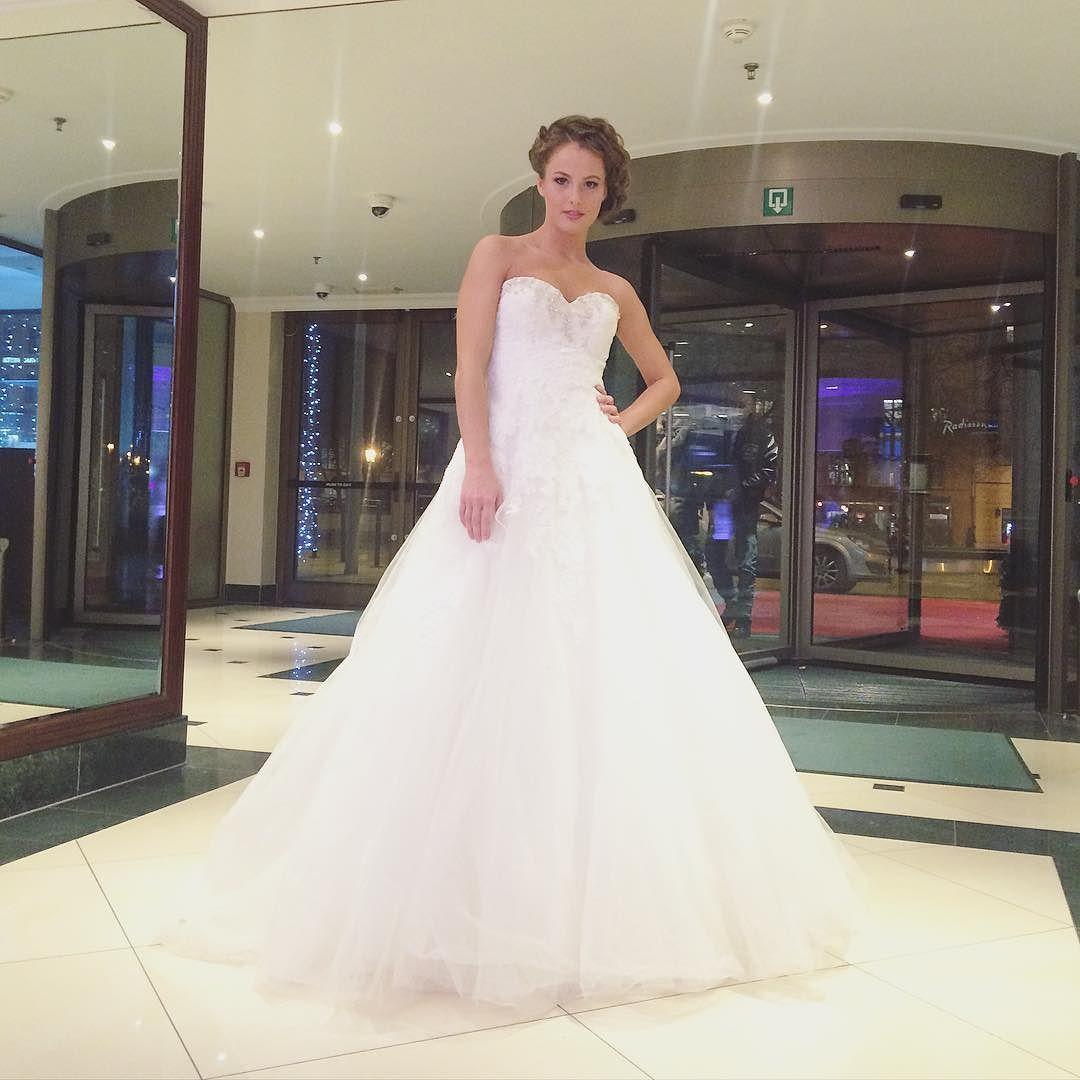 Nádherná @patris_j ako nevesta na dnešnej Svadobnej výstave#svadba #svadobnavystava #wedding #weddingdress #bride #beautiful #white #dnesnosim #dnesjem #zenskyweb #princess #slovakgirl #topslovenky by zenskywebsk
