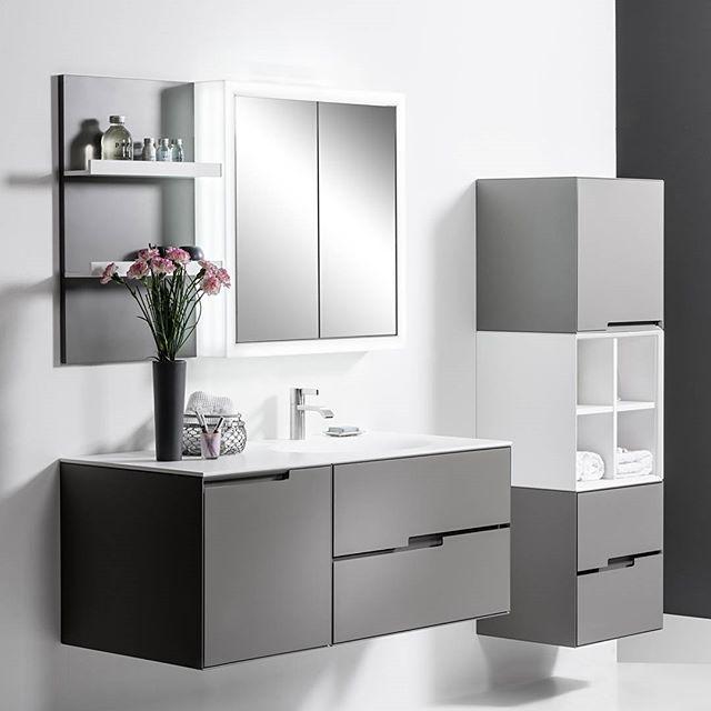 Badezimmer Waschtisch aus Acrylstein Front und Korpus lackiert