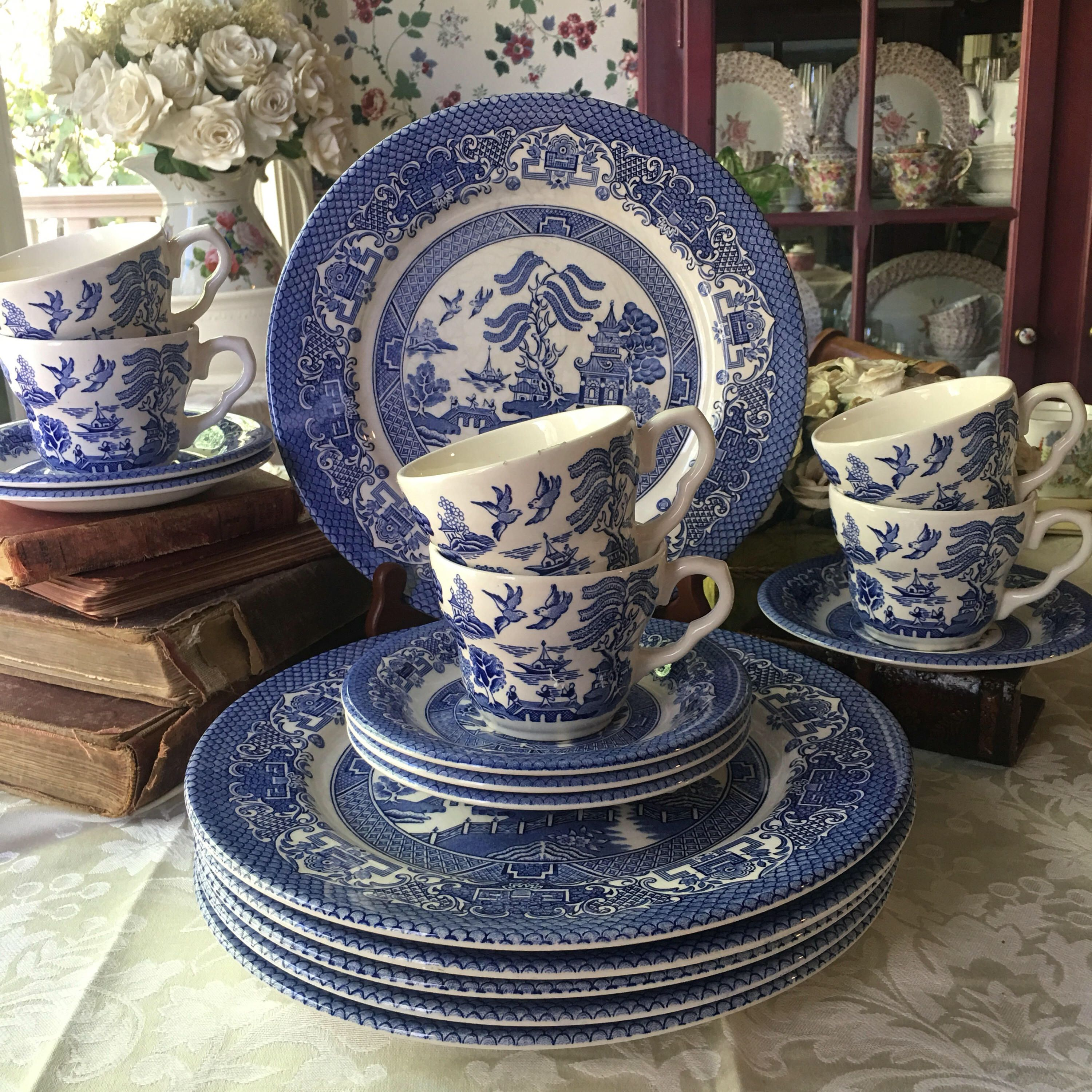 A Personal Favorite From My Etsy Shop Https Www Etsy Com Listing 551648800 English Ironstone Blue Willow S Blue Willow China Blue Willow Blue And White China