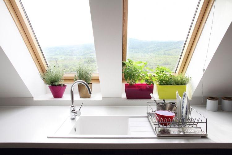 Kräuter Fensterbank Küche bunte Töpfe Dachschräge #garden - küche in dachschräge