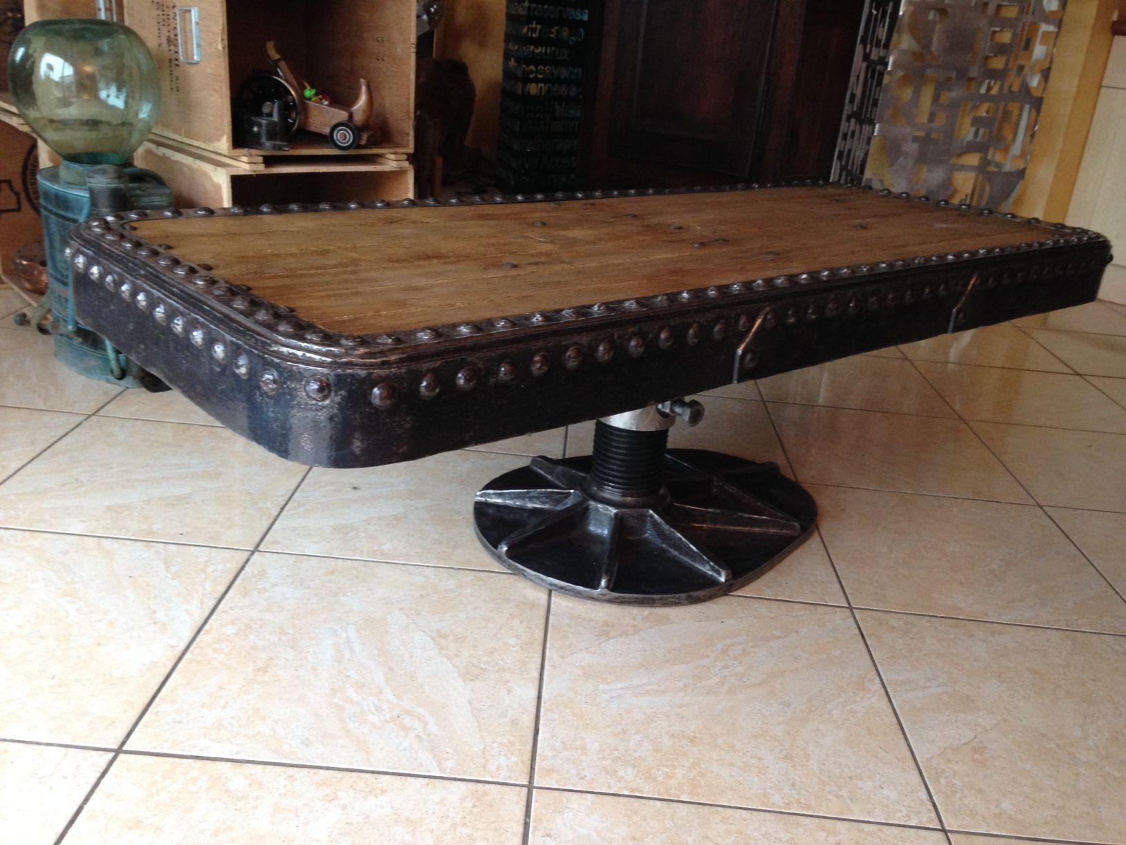 grande table basse originale superbe patine vernis pi ce rare et objet d exception design. Black Bedroom Furniture Sets. Home Design Ideas