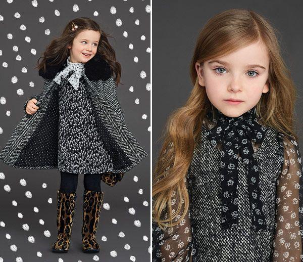 Tem como não se apaixonar pelas novas fotos da coleção kids da Dolce & Gabbana?Num clima mais mediterrâneo, peças em azul e branco evocam a cerâmica m