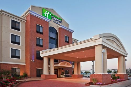 Gonzales Affordable Hotel In Texas Holiday Inn Express Suites