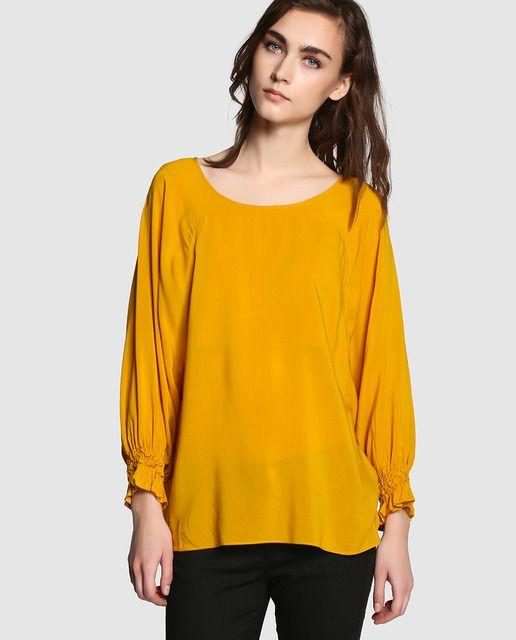 372f1fd7ed Blusa de mujer Elogy en color mostaza con fruncidos en los puños ...
