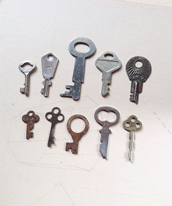 Ten (10) Flat Vintage Keys - Usable Size and Profile With Gorgeous Patina - Altered Art Rustic Assemblage Jewellery Steampunk