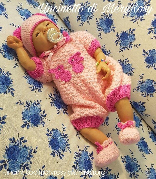 Dressed for reborn doll knitted #completino #bimba #baby #bebè #bebe #tutina #vestitino #cappelloconponpon #cappello #hat  #dress #handmade #fattoamano #diy #uncinetto #crocheted #crochet #knitting #knitted #bambola #bambole #reborn #bambolereborn #ciucciotto