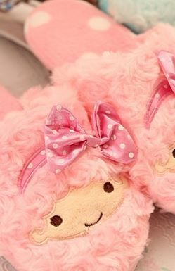 Fluffy terry fabric Little twin stars slippers with 3d details and polkadot sole! US sizes, better choose a size up.