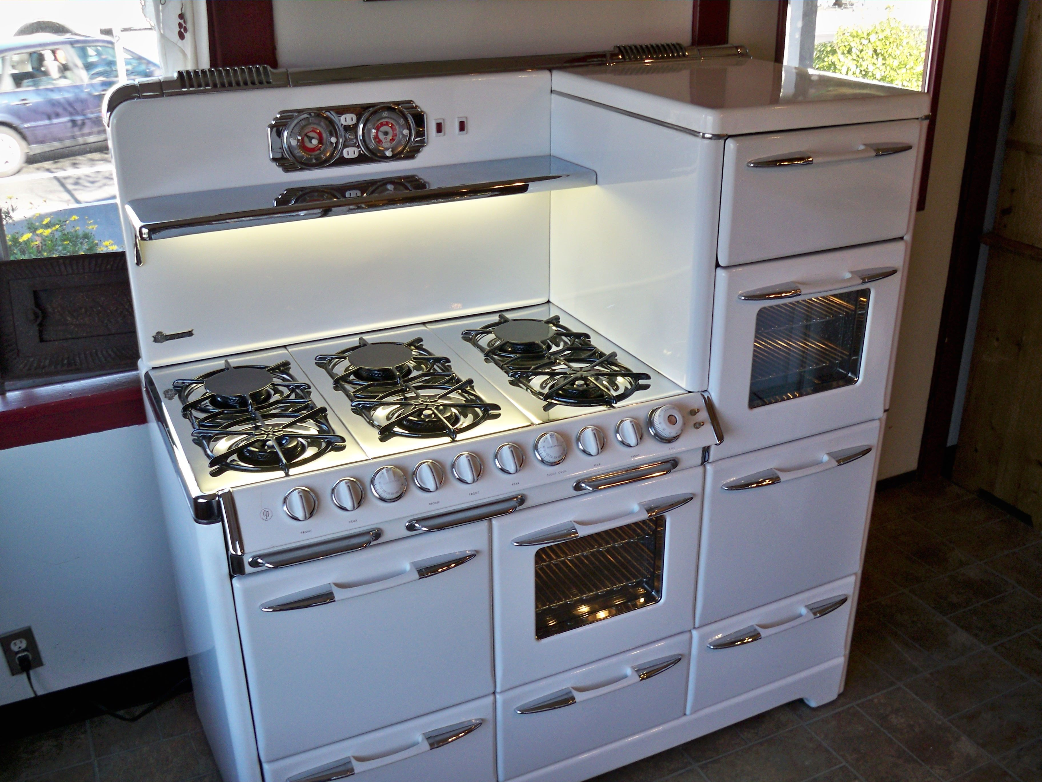 would tear my entire kitchen apart to fit this beauty. vintage ...
