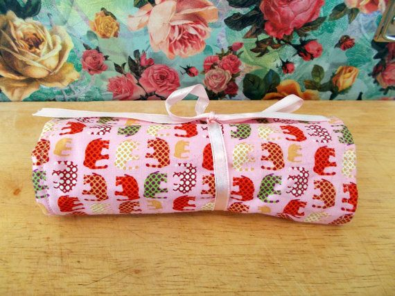 Check out this item in my Etsy shop https://www.etsy.com/uk/listing/269797698/pink-elephant-crayon-roll-pencil-roll
