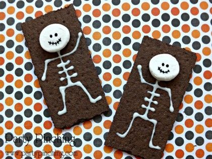 Make no bones about it this skeleton snack is super easy for Fun halloween treats to make with toddlers