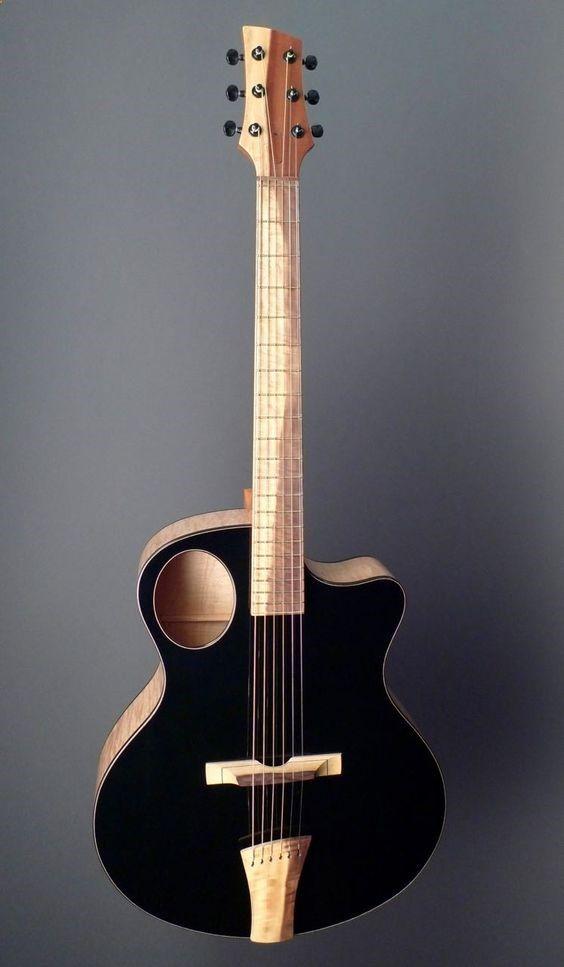 Acoustic Guitar L Auriole Une Acoustique Custom Du Luthier Martin Keith Retrouvez Des Cours De Guitare D Un Nouveau Gen Guitar Acoustic Guitar Music Guitar