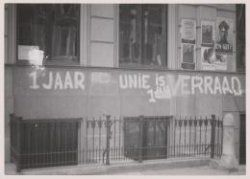 "July 1941. Inscription on the façade of a building in Amsterdam reads: ""1 year Ned Union is 1 year treason"". De Nederlandsche Unie was a political movement during the German occupation. The goal of the Unie was to build, in cooperation with the German and Dutch authorities, a society based on a broad national cooperation, a harmonic structure and social justice. This was seen as treason by the resistance movement. Photo Bart de Kok. #amsterdam #1941 #NederlandscheUnie"