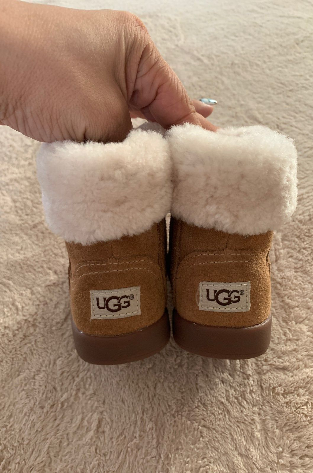 Baby uggs size 2/3 Lots of wear left
