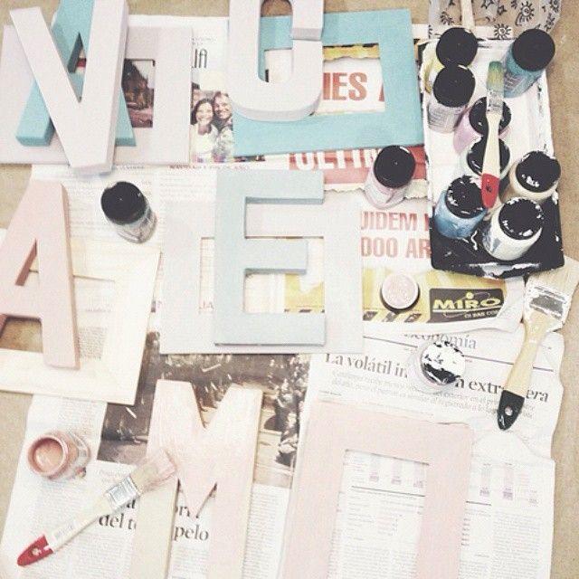 ¡La chalkpaint party de @letradefiesta nos encanta! ¿Cuál es tu momento Autentico? #autenticopaintspain #autenticochalkpaint #chalkpaintes #autenticospain #autenticopaint #pinturanatural #ecofriendly #naturalpaint #chalkpaint #letraspintadas #paintedletters #letras #letters #chalkpaintedletters #letraspintadas