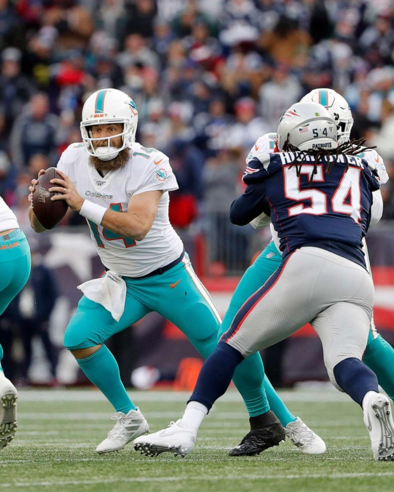 Patriots Dolphins Patience Key With Pats Rookie Rb Damien Is The Perfect High Quality Nfl Superbowl Wallpaper With Hd R In 2020 Patriots Dolphins Patriots Nfl Pro Bowl