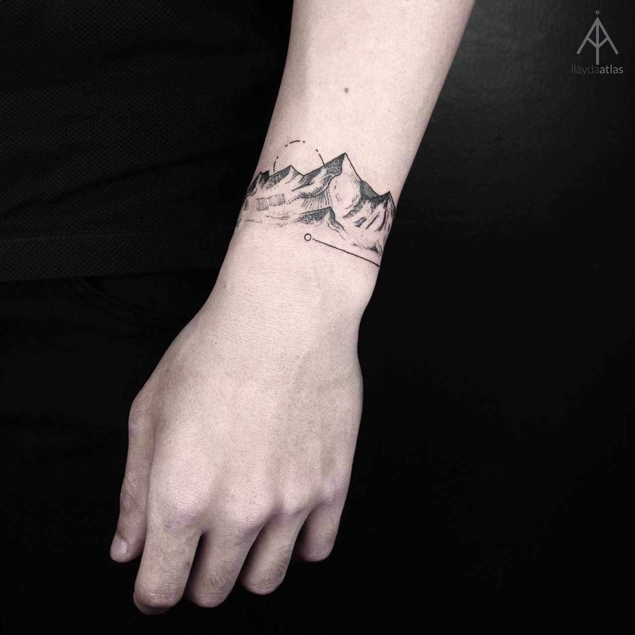 Mountain bracelet tattoo by artist Ilayda Atlas http