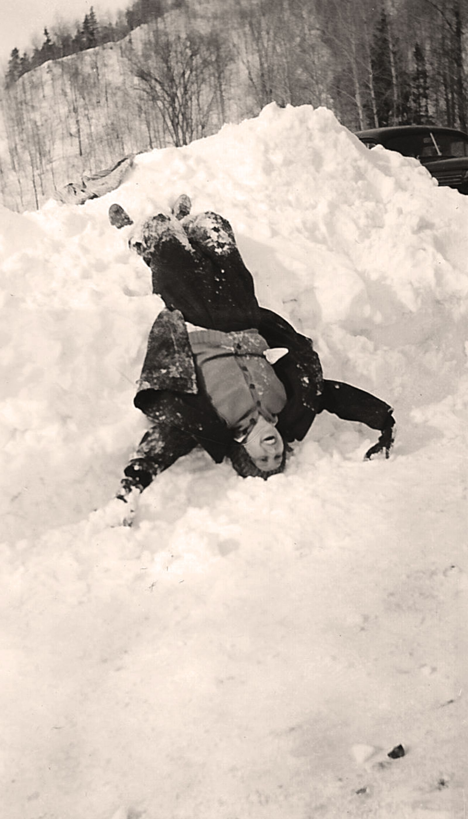 Alice Playing In The Snow At Chester Bowl Duluth Mn 1920 S Photo Courtesy Of The Nelson Family Beautiful Park Duluth Parks And Recreation