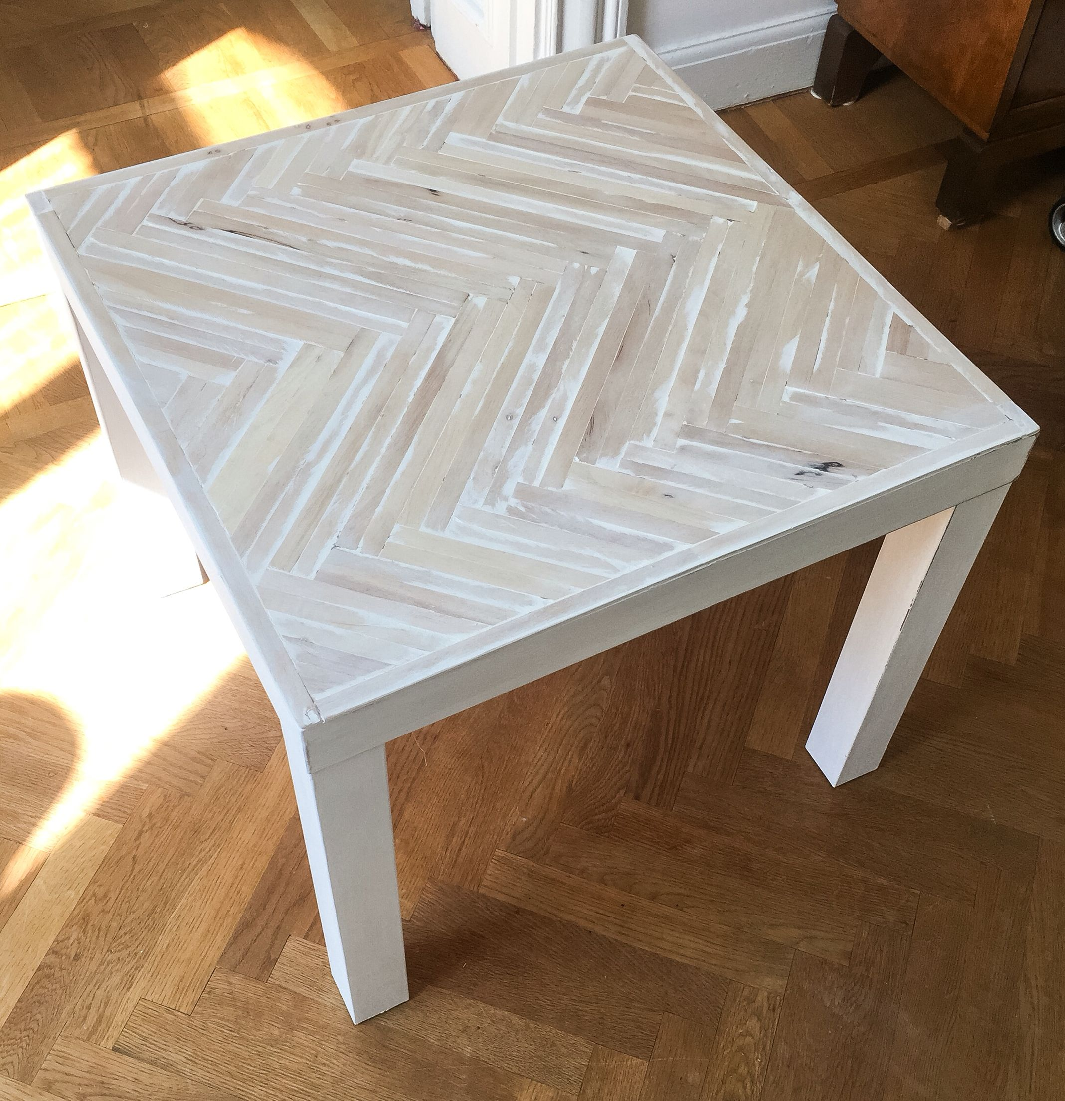 ikea lack hack fishbone table top authentico chalk paint ikea fishbone diy diy. Black Bedroom Furniture Sets. Home Design Ideas