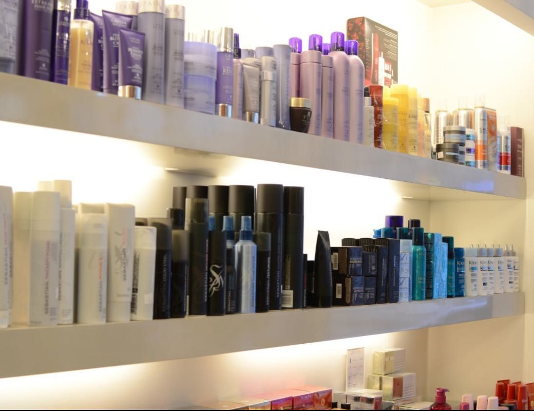 Esprit Coiffure Luxembourg Salon Decor Shampoo Area Salonkee Salon Decor Floating Shelves Decor