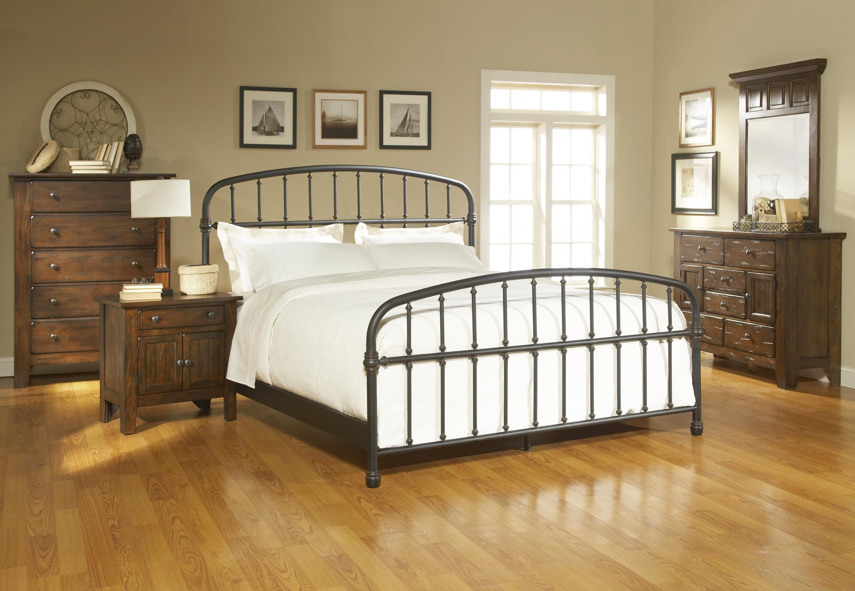 Best Attic Heirlooms California King Metal Bed By Broyhill 400 x 300