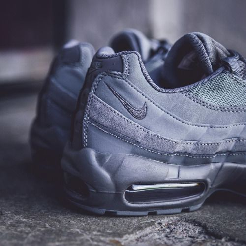 Reebok Classics Black & Grey Air Max 95 Essential Sneakers qyaGBbD