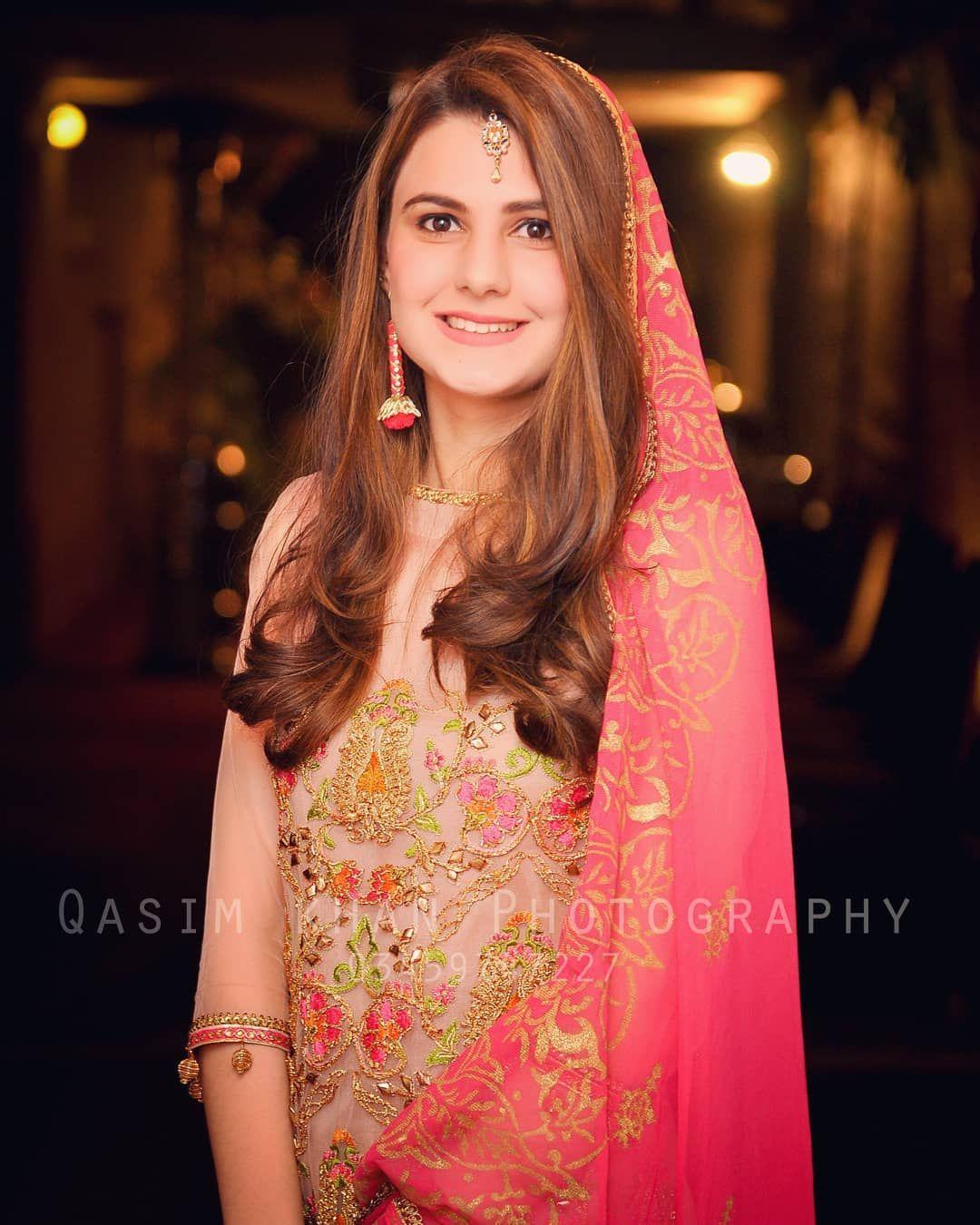Pretty Bride. Follow us @qasimphotography Weddingdiaries #qasimphotography #pakweddings #pakistanibrides #islamabad #lahore #peshawar…