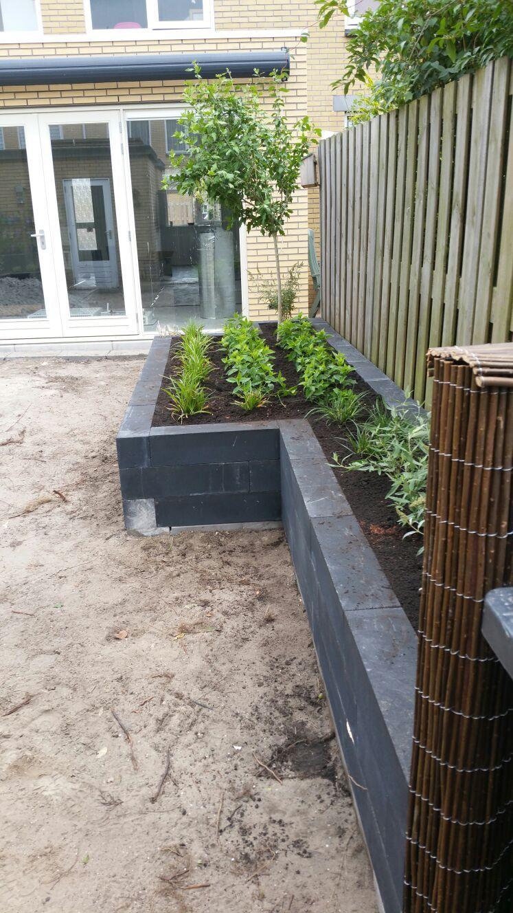 Afbeeldingsresultaat voor plantenbak aanleggen Tuin
