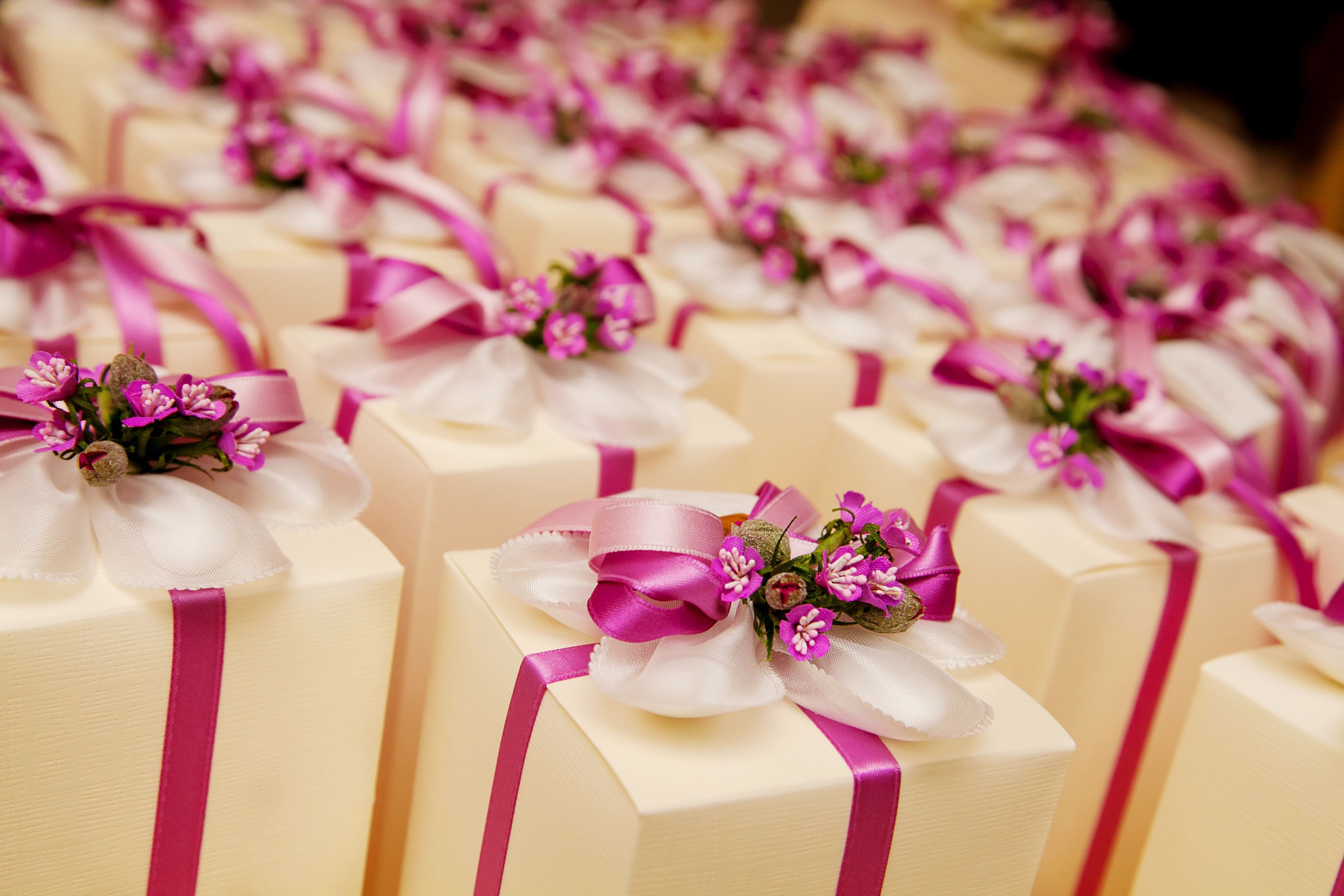 The perfect wedding favour box! We can arrange your wedding favours ...