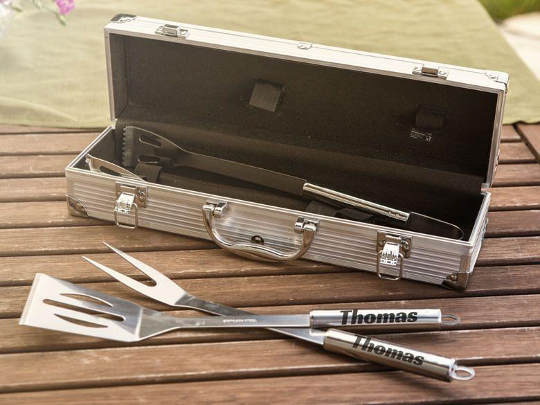 Für echte Grillmeister - ein personalisiertes Grillbesteck im hochwertigen Aluminiumkoffer.