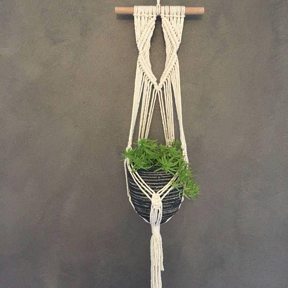 macram plant hanger portemanteaux macram et plantes. Black Bedroom Furniture Sets. Home Design Ideas