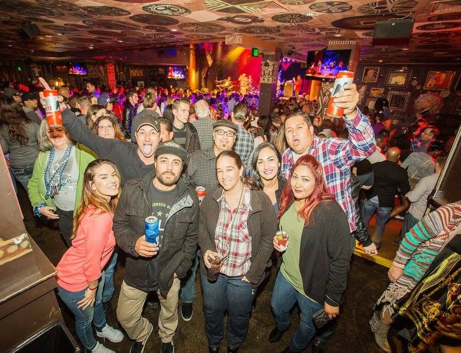 House of Blues San Diego - Bars & Clubs - Have a dinner with your friends and enjoy delicious foods plus beautiful voices of performers at House of Blues San Diego
