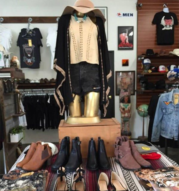 1 Look Vintage Is A Vintage Clothing Shop Located On 5th Street In Downtown Huntington Beach This Unique Store Of Vintage Clothes Shop Vintage Outfits Clothes