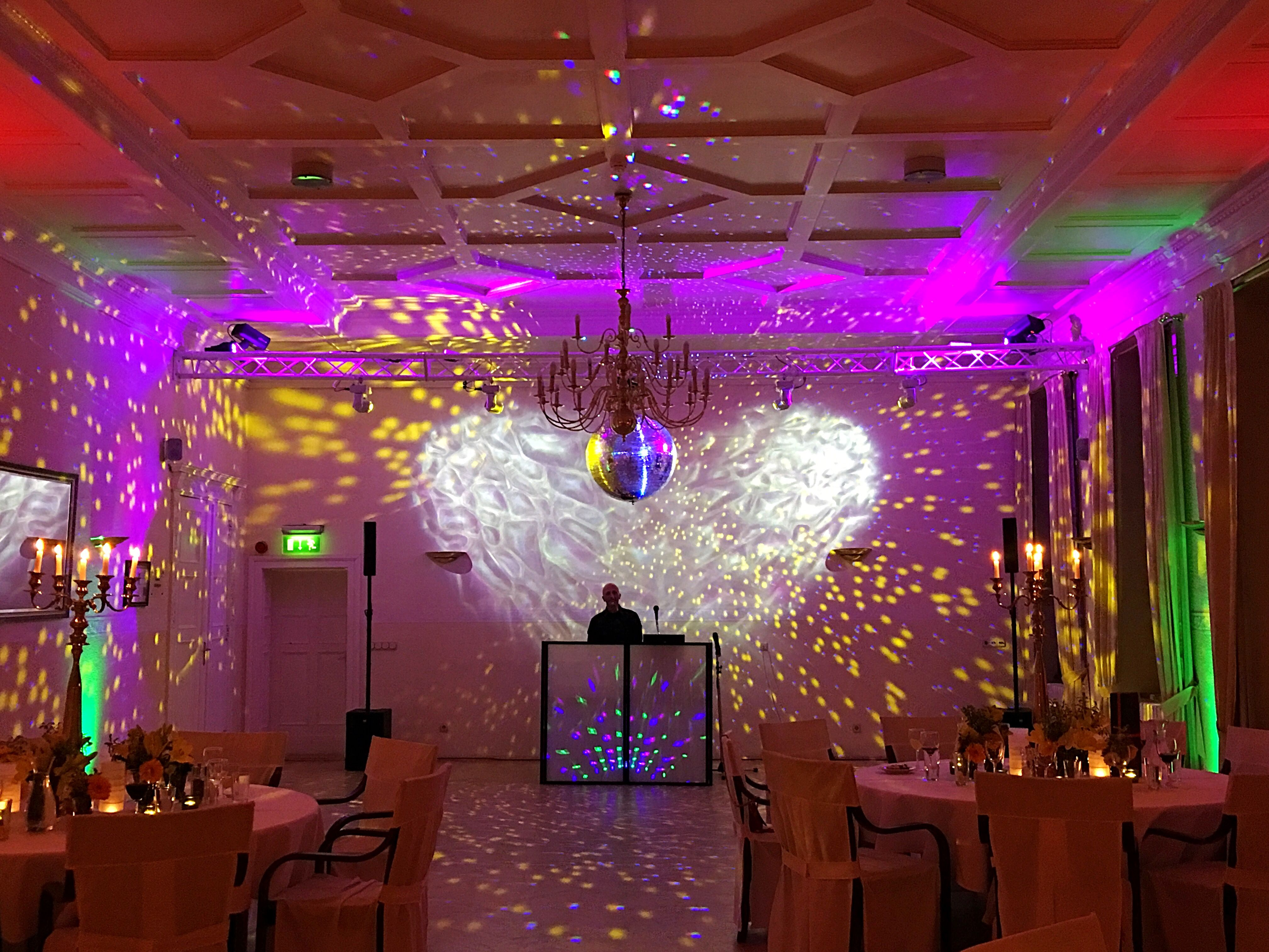 Die Geburtstagsparty Kann Steigen Wir Wunschen Dem Geburtstagskind Alles Erdenklich Gute Und Nun Lasst Die Tanzflache Hochzeit Hotel Hochzeit Braut Brautigam