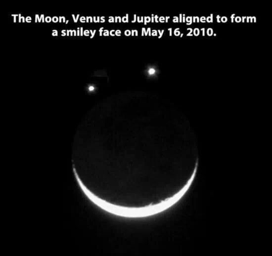 The Moon Venus And Jupiter Aligned To Form A Smiley Face On May