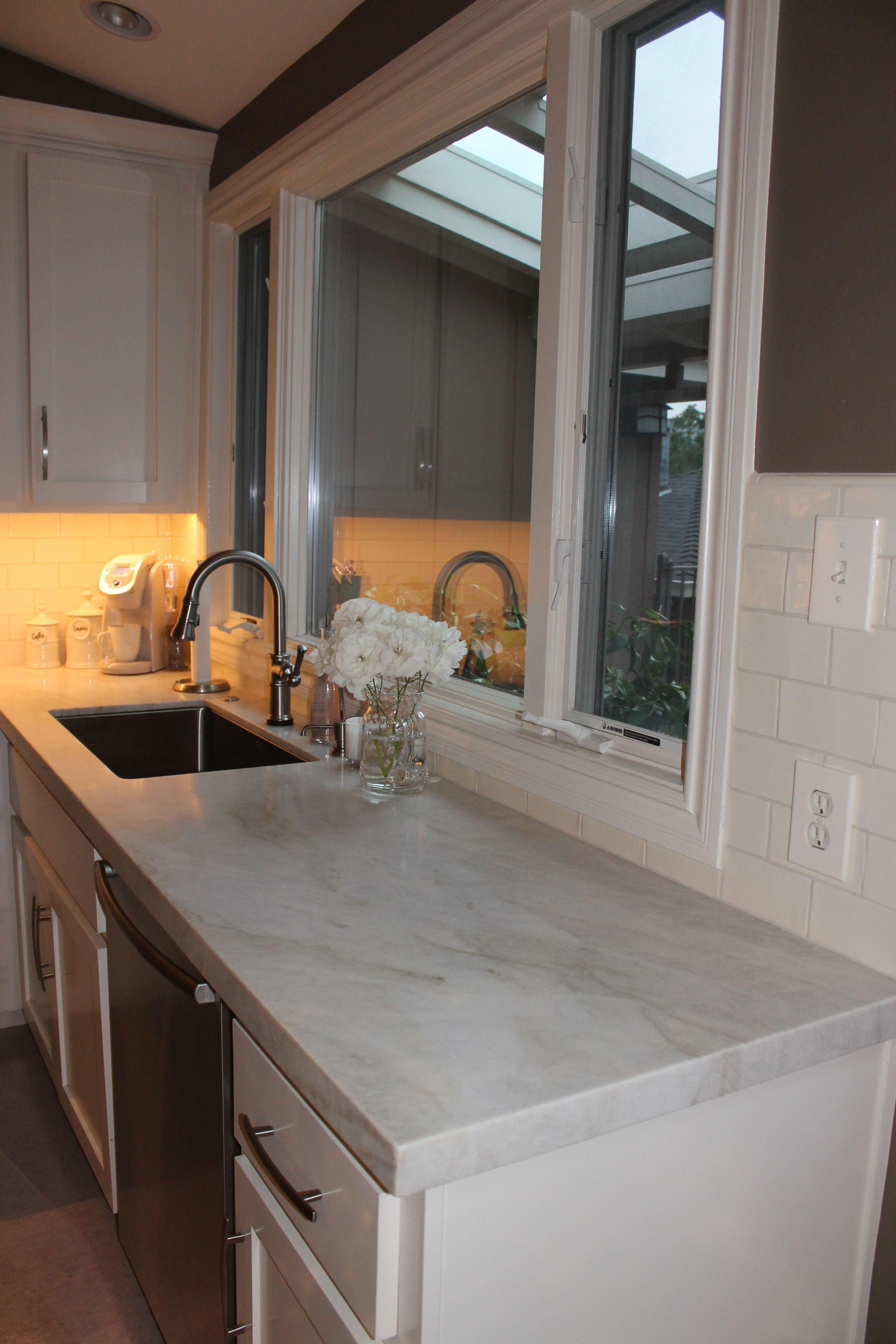 Warm kitchen with Perla Venata quartzite countertops and a ...