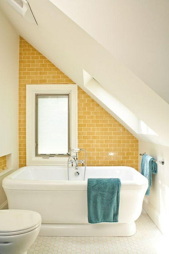 Superbe Jolie Salle De Bain Avec Mur En Carrelage Jaune Amenager Petite Salle De  Bain Sous Pente