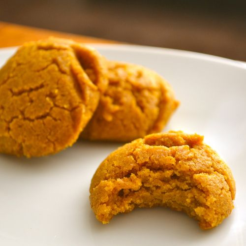 Pumpkin cookies with coconut oil and maple syrup