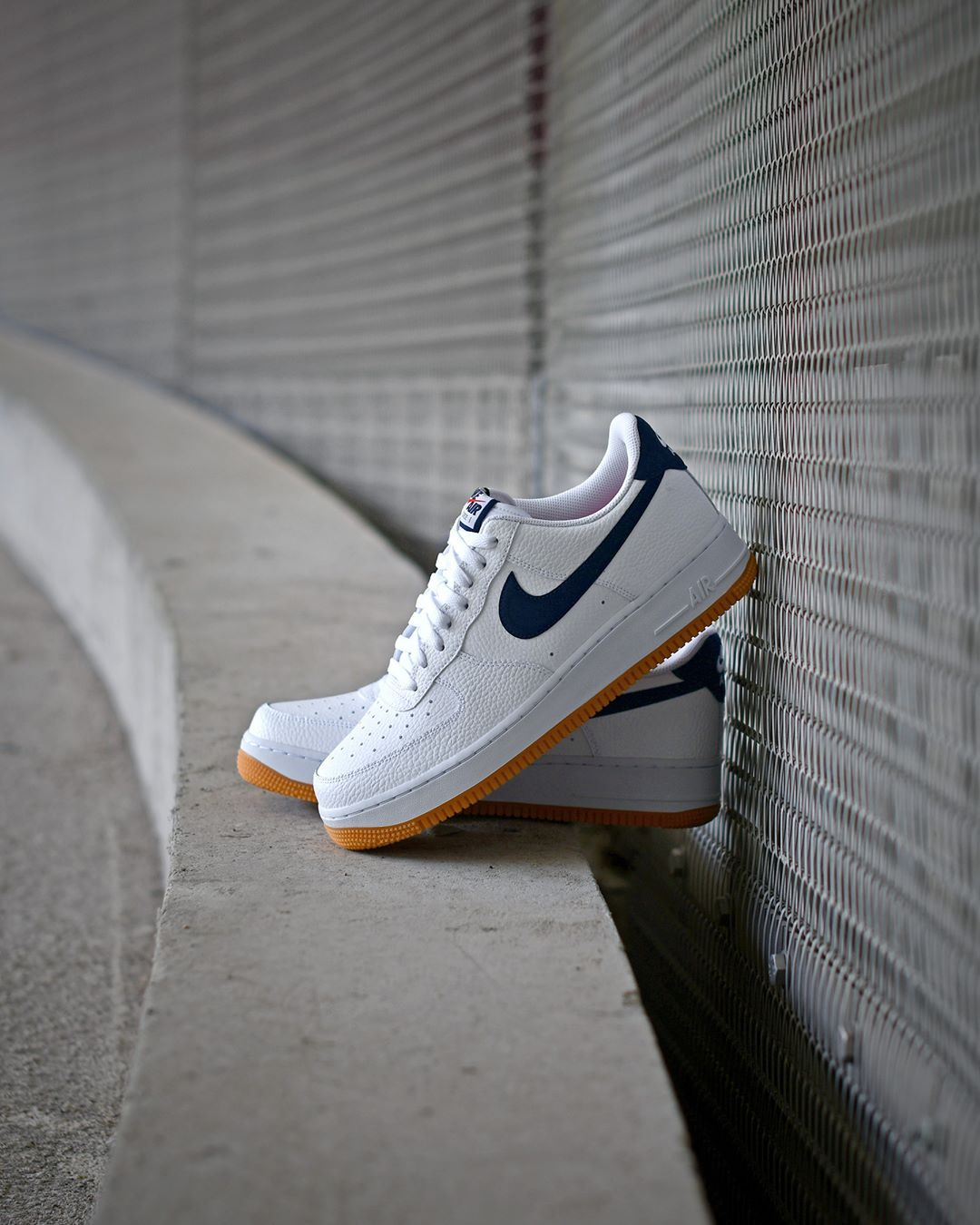 Tenis Nike Air Force 1 White Obsidian University red