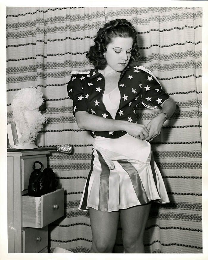 Betty-Brown-Miss-Victory-contestant-WWII.jpg (699×871 ...