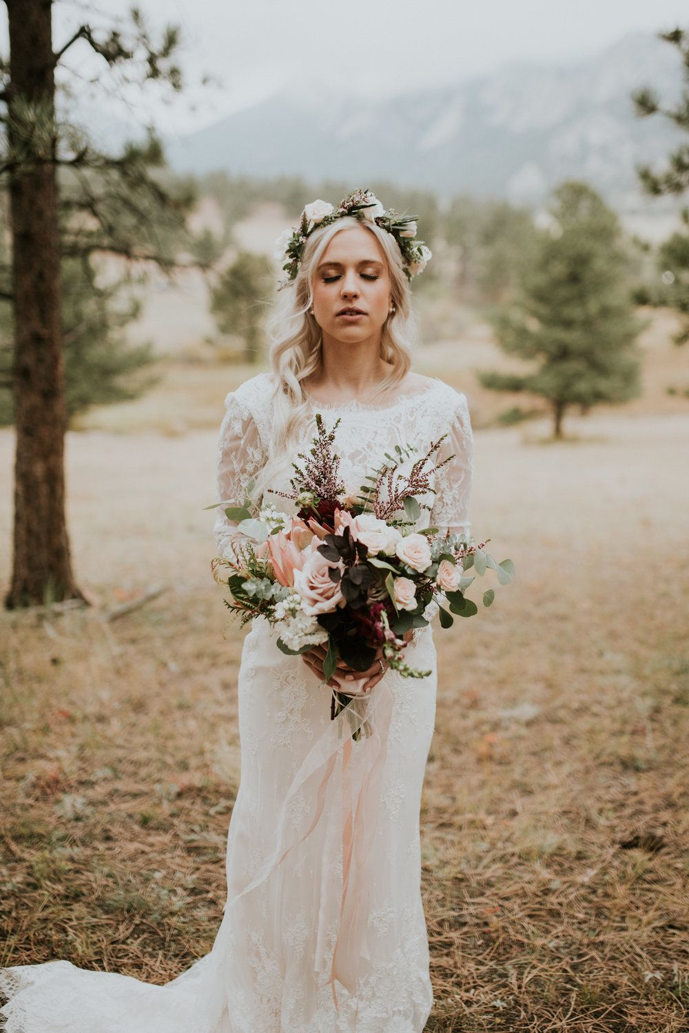 flowers by lace and lilies, estes park wedding, colorado