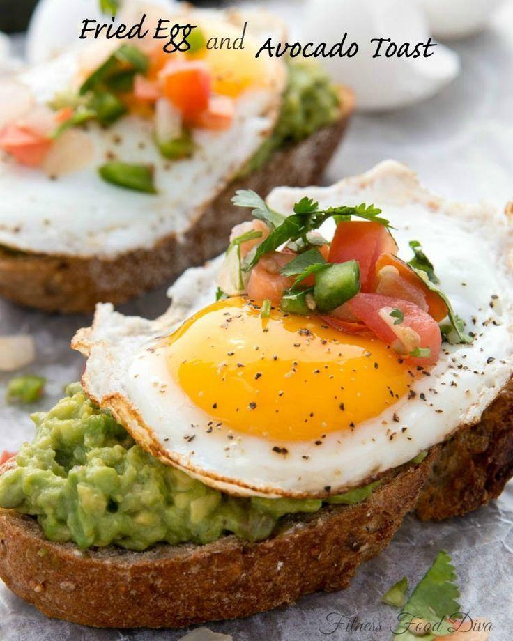 Spiegelei und Avocado Toast auf  - food -
