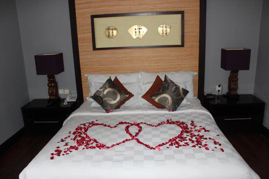 Pin By Brynleydanny3014820 On Folded Towels Hotel Room Decoration Romantic Hotel Rooms Romantic Room Decoration