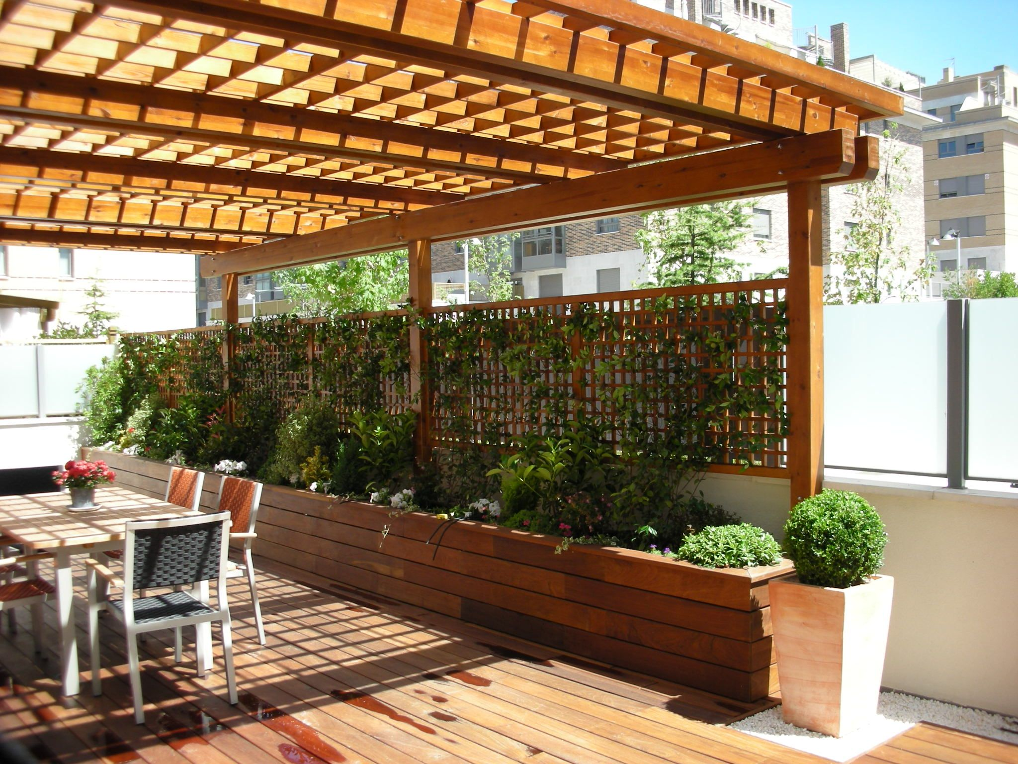 Pergola with wood planter box trellis combination for Techos de madera para jardin