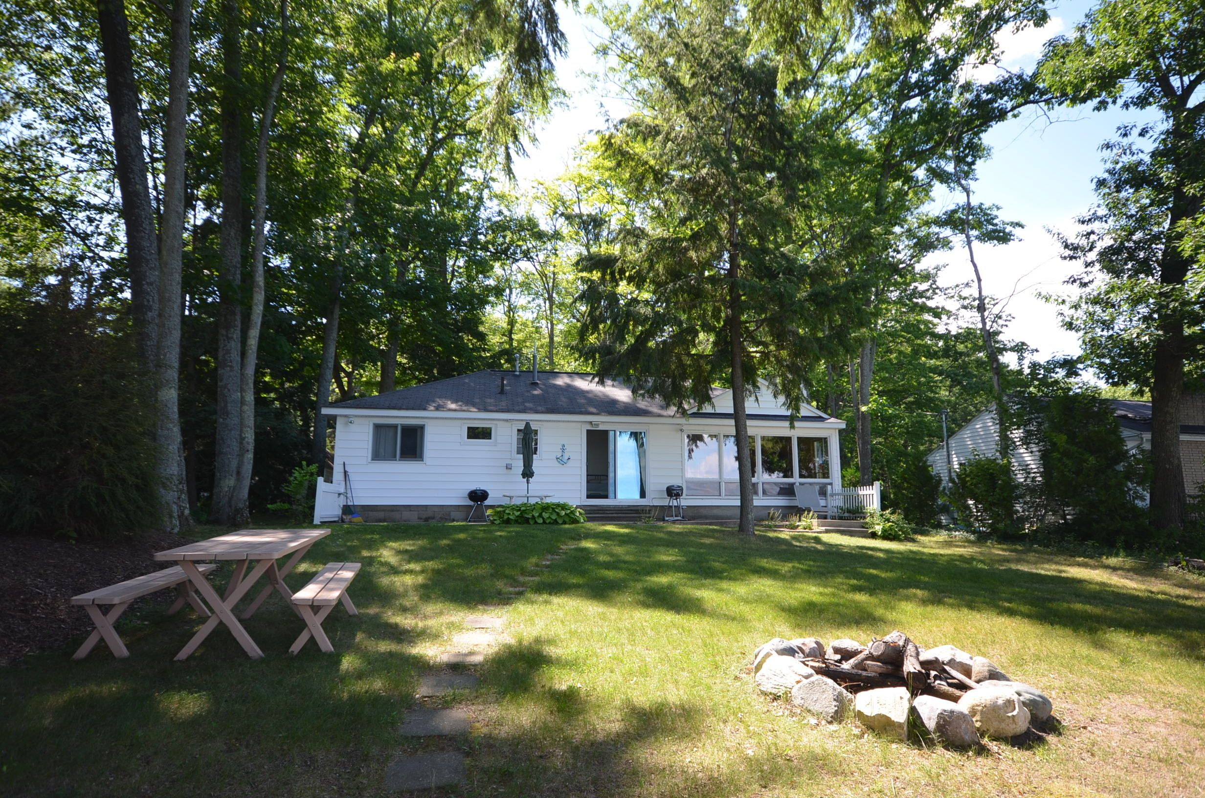 Sunrise Vista Is Located On Beautiful All Sports Long Lake Located In Traverse City Perfect Lodging For Up To 6 Gue Long Lake Long Lake Michigan Traverse City