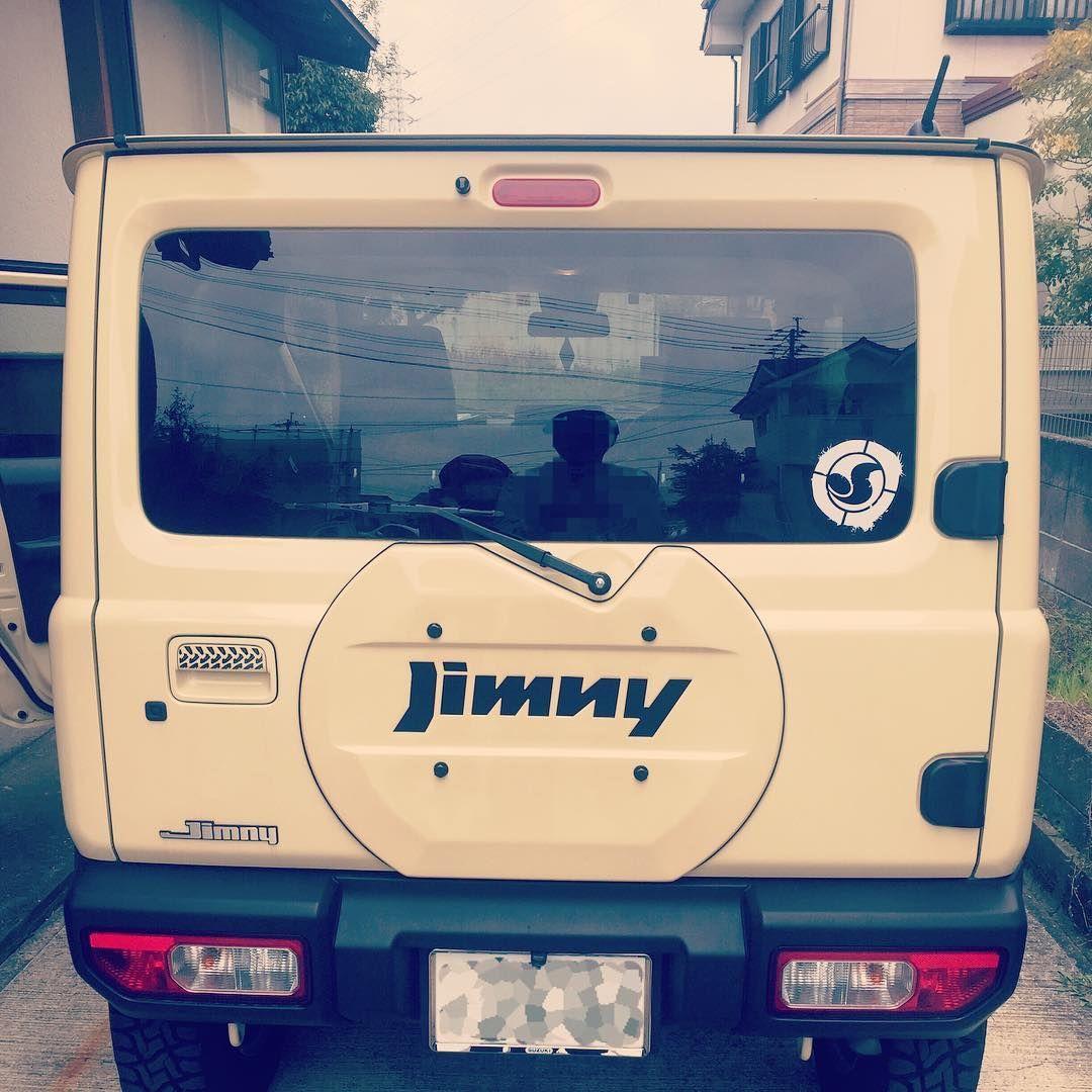 ふくだら On Instagram リアゲートカバーを付けました まさかのジムニーかぶり発生 せっかく買ったジムニーエンブレムを外して 黒に塗っ たスズキエンブレムに変えました ちぇーっ 外したエンブレムどーしよー Jb64 スズキ エンブレム ジムニー スズキ