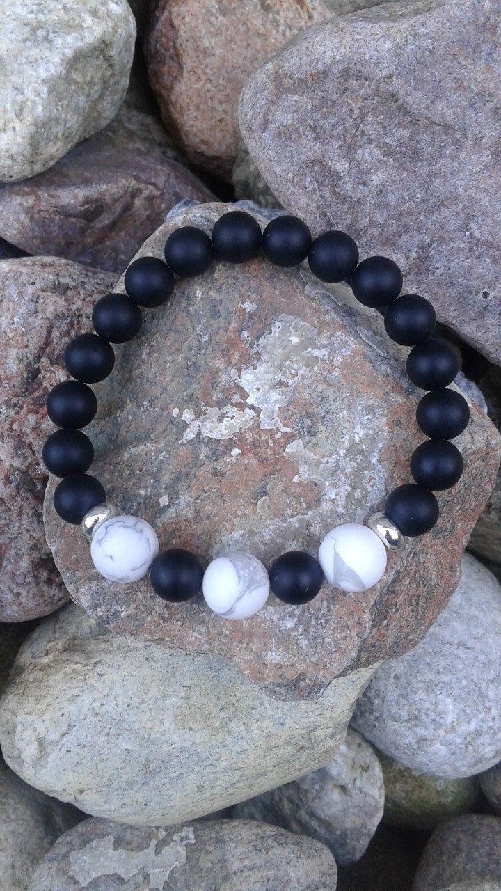 1 bracelet en pierres semi pr cieuses en onyx noire et. Black Bedroom Furniture Sets. Home Design Ideas
