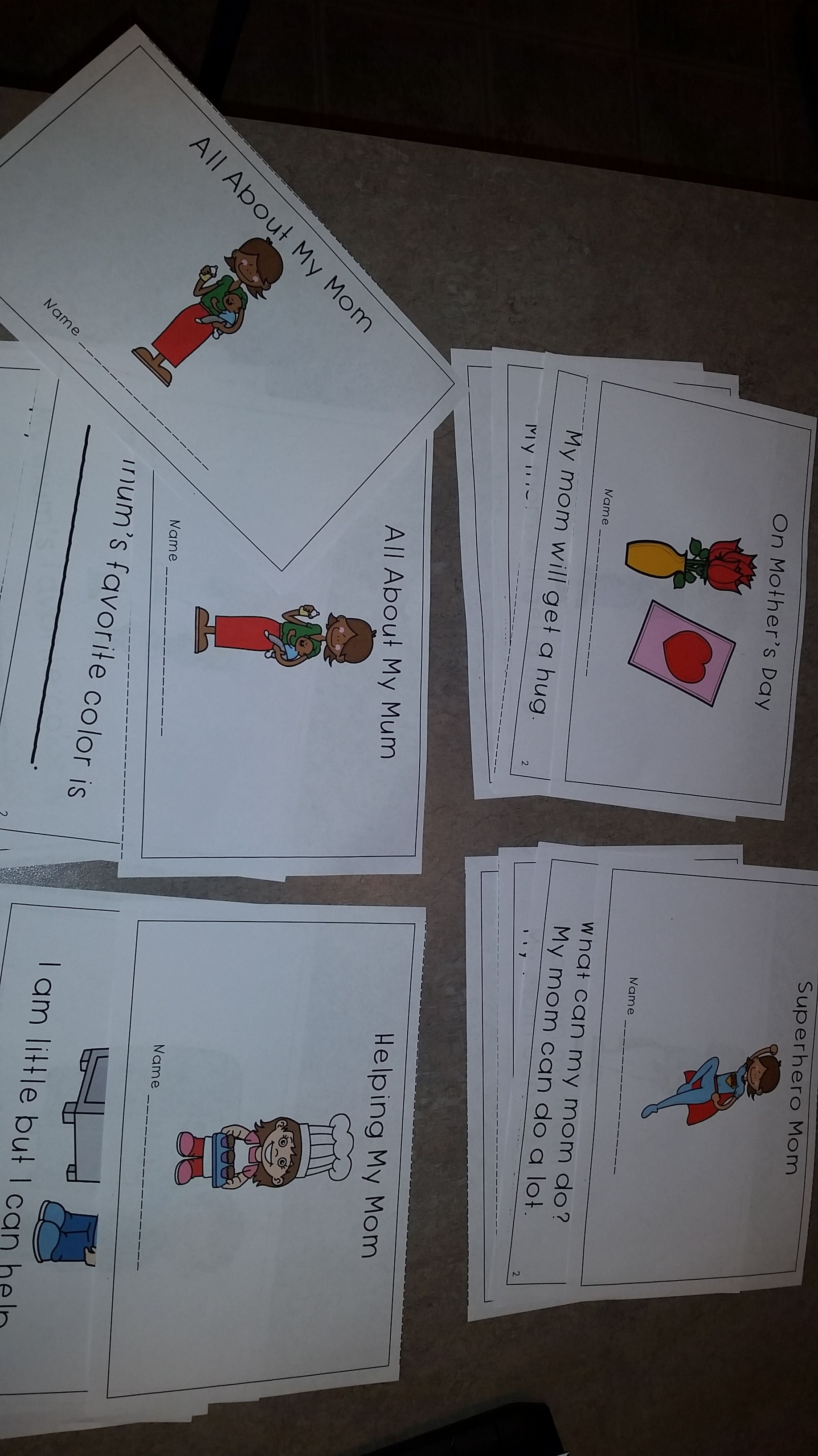 This is a packet for 4 Mother's Day emergent readers. Each emergent reader is 8 pages long. All emergent readers come in color and black and white. There are 2 sets of readers: ones that say Mom and the other set says Mum.