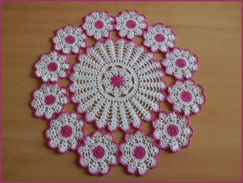 Napperon fleuri et sa grille gratuite au crochet - Napperon crochet grille gratuite ...