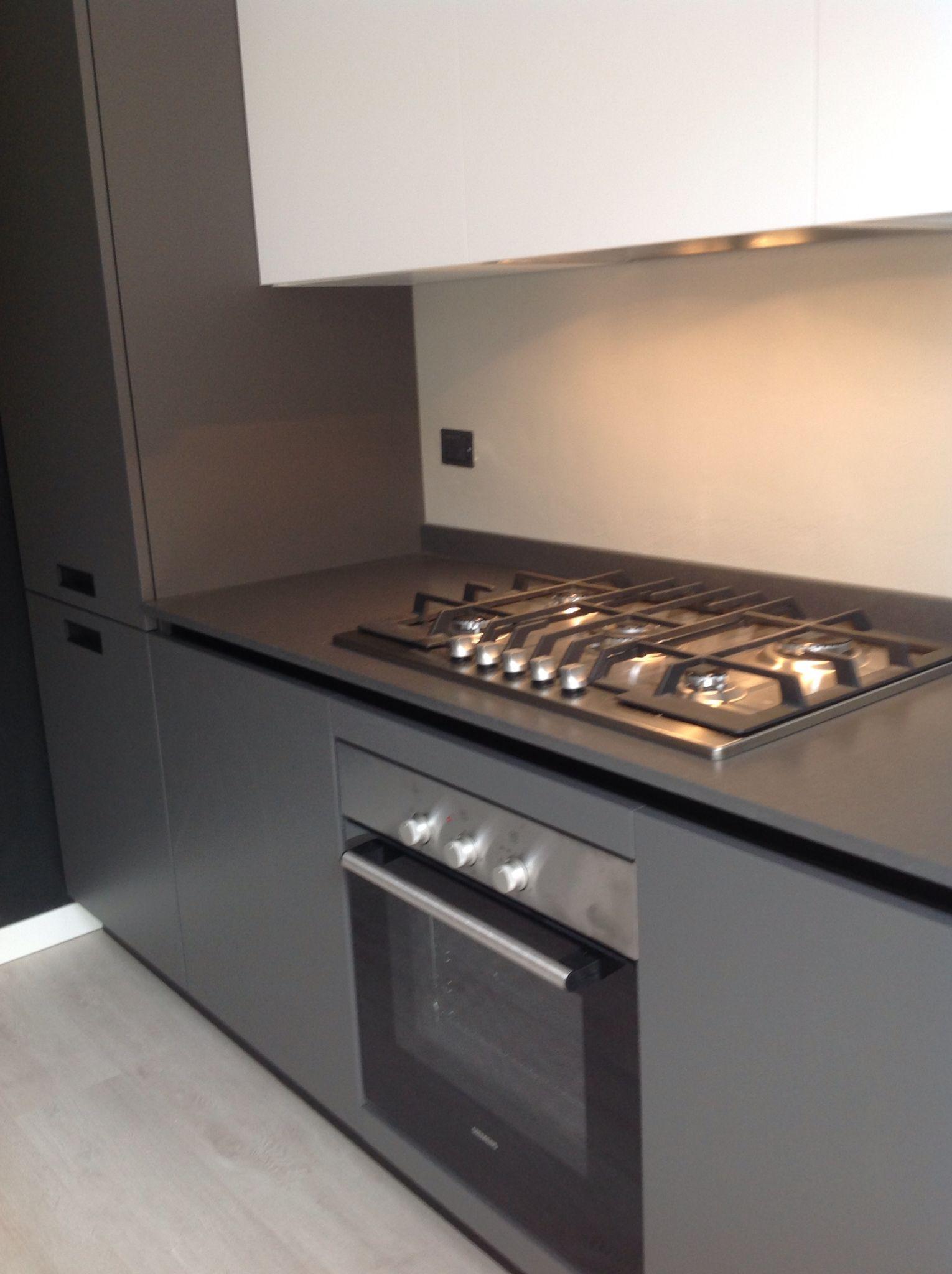 Cucina Kali\' con top in quarzo opaco grigio lavagna www ...