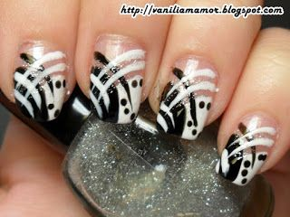 http://vaniliamamor.blogspot.ro/2013/03/b-day-7-black-and-white-with-glitter.html